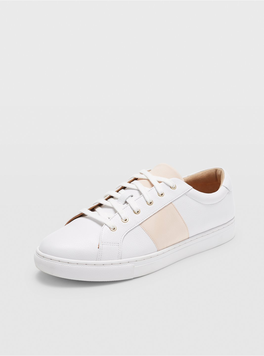 Jowenna Leather Sneaker
