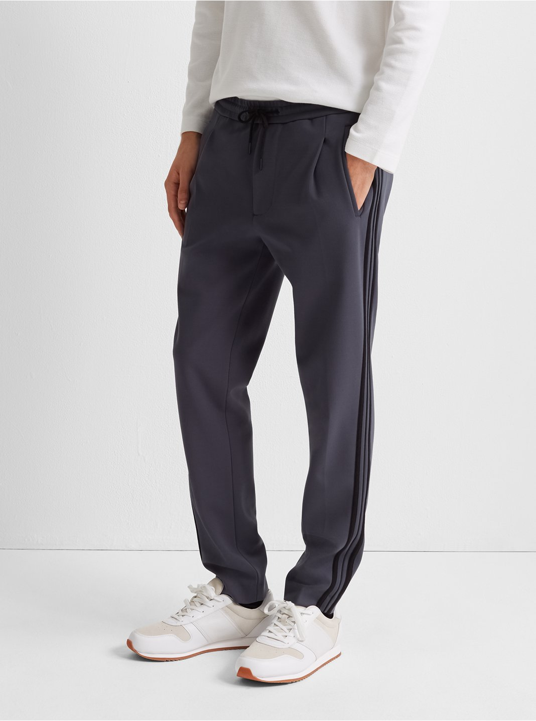 Pleated Sweatpant